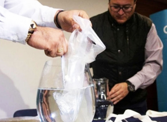 Chileans create water soluble plastic bag