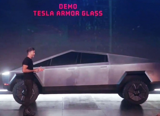Elon Musk's net worth falls by €700 million in one day after failed Cybertruck stunt
