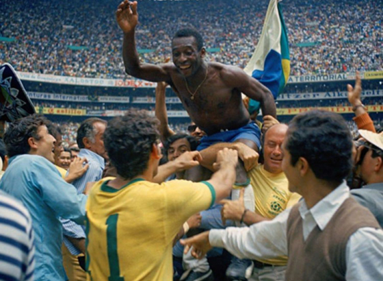 Pele's last Brazilian jersey sold in auction